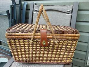 Picnic Basket with Accessories