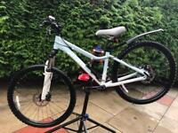 """Giant lady's bike xs frame / 26"""" wheels"""