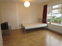 Huge Luxuary room DOUBLE ROOM SHORT DISTANCE FROM DOCKLANDS - COUPLES ACCEPTED !!!!!