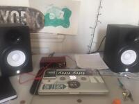 Hs5 pair Yamaha studio monitors with audio interface