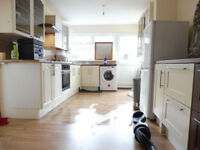 Large Double bedroom to let in quiet clean house in Edmonton N9