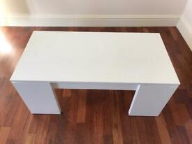 Display table / coffee table