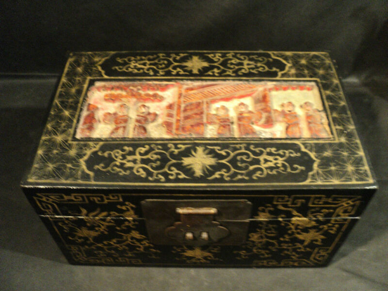 VINTAGE ORIENTAL LACQUERED WOODEN BOX w/ CARVED TOP