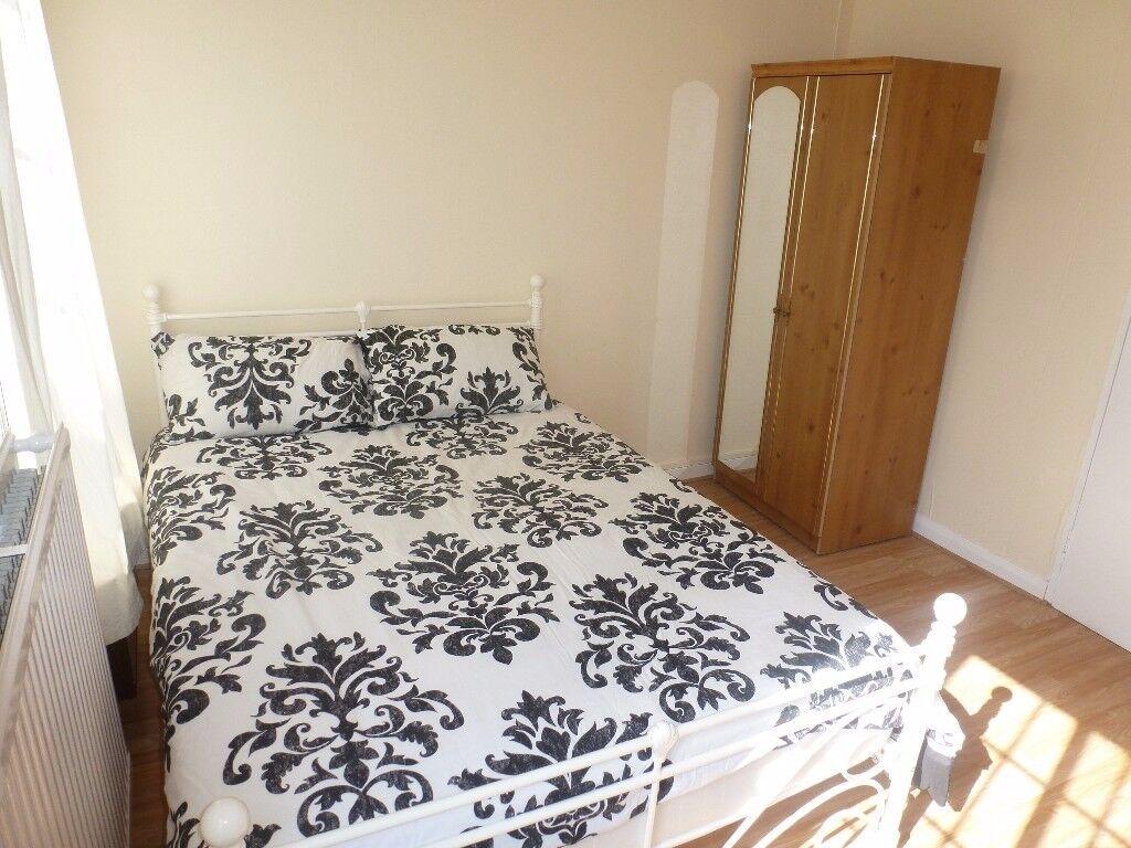 LARGE Furnished Room / Westferry, Canary Wharf Area