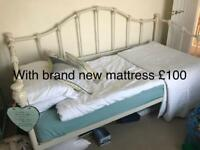 Gorgeous heavy high quality day bed