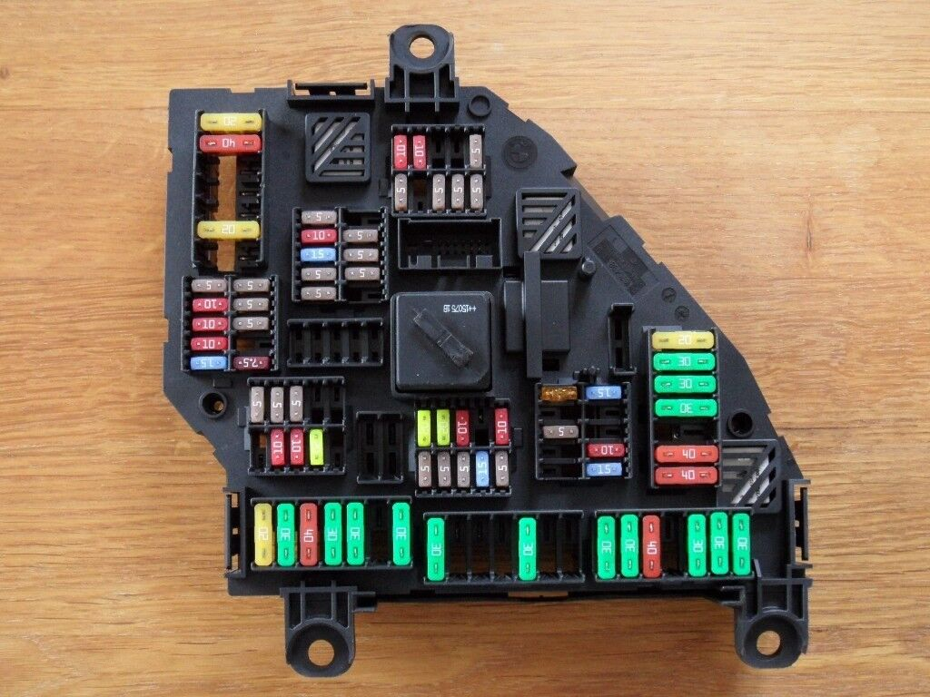 BMW 5 Series F11 Rear Power Distribution Panel Fuse Box. Part Number  9264923 & Relay