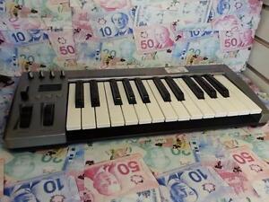 Acorn Masterkey 25 USB MIDI Keyboard. We Sell Used Audio Recording Equipment.(#101441)