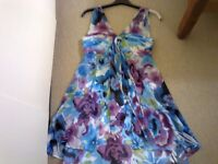 Beautiful dress......great for a wedding/summer party