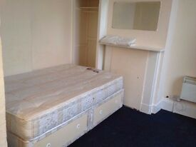 BEDSIT NEAR CHURCHILL SQUARE & BRIGHTON TRAIN STATION, INCLUDES COUNCIL TAX & WATER RATES