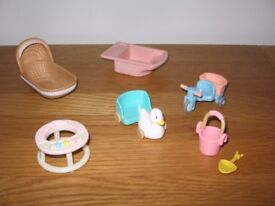 SYLVANIAN FAMILIES BABY ITEMS - Baby walker, moses basket, bath & toys