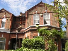 STUNNING 1 BEDROOM FLAT LEADING OUT TO HUGE GARDEN!
