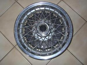 15 inch General Motors Division Wire Spoke Wheel Cover Kitchener / Waterloo Kitchener Area image 1