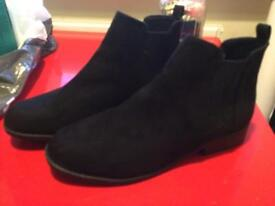 Black suede ankle boots uk5 BN