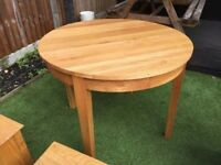 *Bargain* - Solid oak round dinning table
