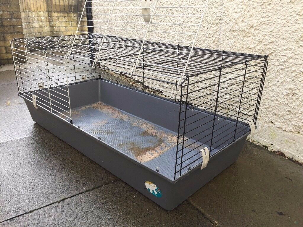 Pet cage for guinea pigs or rabbit