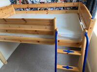 Shorty Cabin bed Thuka