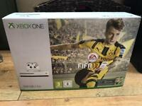 Xbox One 500gb White + 2 Pads and Games