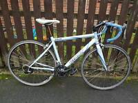 Giant road bike racing medium frame good condition all working