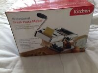 PROFESSIONAL FRESH HOMEMADE PASTA MAKER
