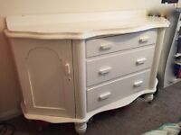 Wooden chest of drawers/sideboard *Authentic vintage shabby chic*