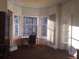 Bright spacious double room available (£ 380 per month) in Morningside