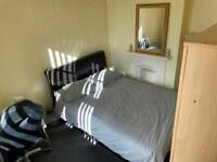 Spare room to let Wood green