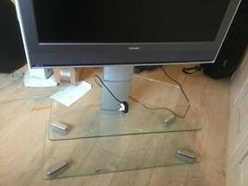 """Toshiba 32"""" TV and stand 32WL66P"""