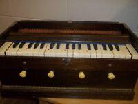 Harmonium/pump piano
