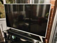 SMART TELEVISION WHITECSURROUND FLAT SCREEN EXCELLENT