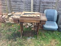 Singer sewing machine with table,