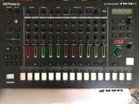 ROLAND TR-8S DRUM MACHINE FEW WEEKS OLD WARRANTY synth tr8 tr8s
