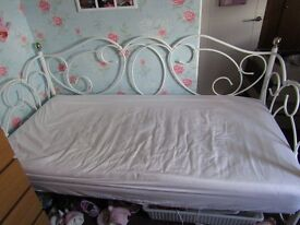 SINGLE WHITE DAY BED SIX MONTHS OLD