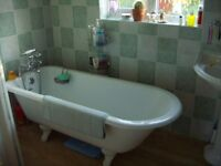 Marks and Spencer Roll Top Acrylic Bath Tub with Victorian Style Legs. Used but good condition.