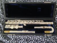 Flute with curved head joint Roy benson model