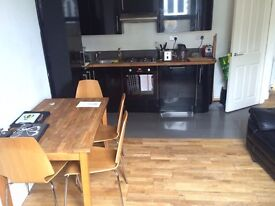 Spacious 3 Bed To let in Kentish town with private roof terrace!