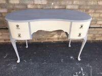 DRESSING TABLE PAINTED GLAMOROUS LOUIS STYLE KIDNEY SHAPE CABRIOLE LEGS CREAM AND GREY