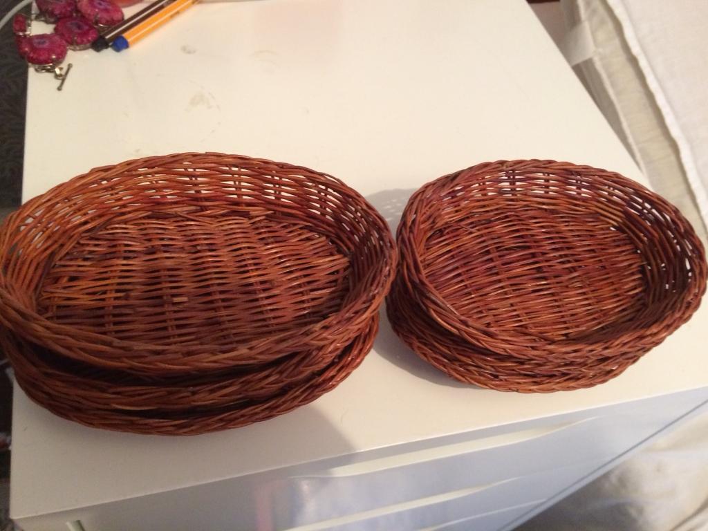 6 brown wicker trays