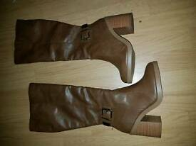 Size 4 tan boots new look