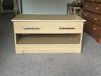 Oak coffe table with one drawer