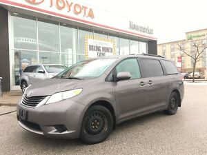 2011 Toyota Sienna LE ALL WHEEL DRIVE