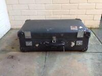 Globetrotter suitcase, Grey