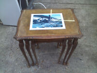 BEAUTIFUL WOODEN VINTAGE ANTIQUE NEST OF 3 TABLES WITH GLASS TOP (LAMINATE PICTURES SLIDE OUT)