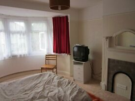 Large room to let in willesden green