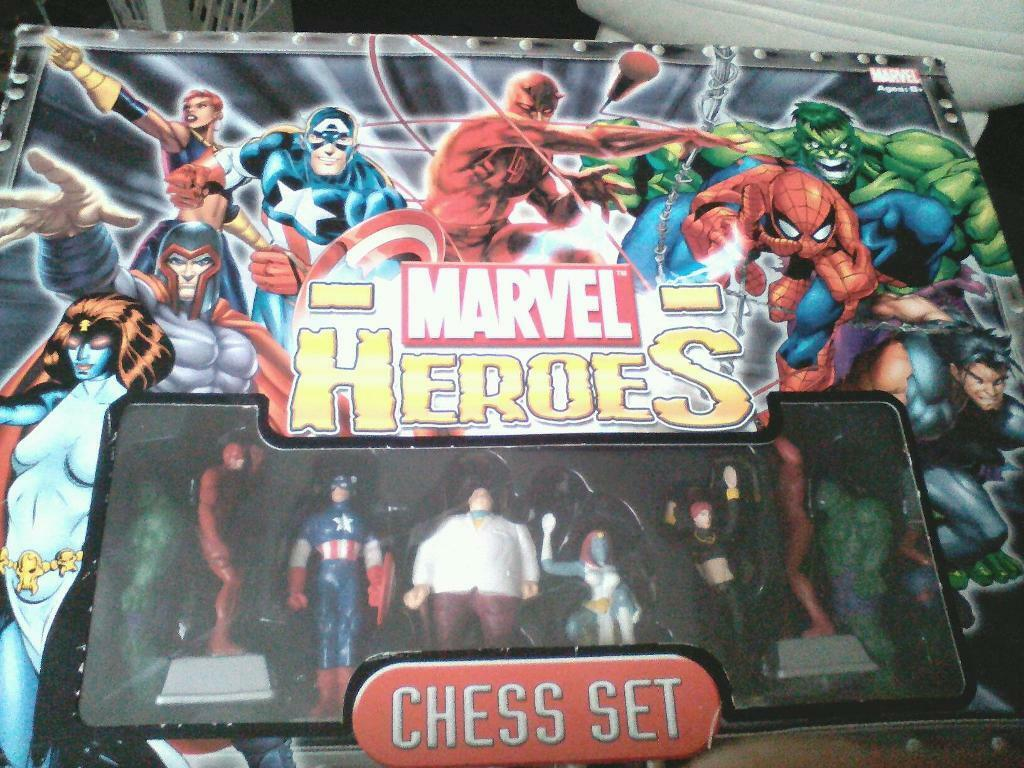 MARVEL HEROES CHESS SET
