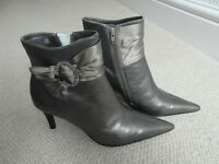 Ladies leather ankle boots - Size 6
