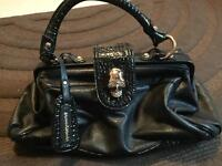 Handbag with skull clasp