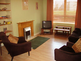 TWO LARGE ROOMS TO LET IN GROOVY (AND RECENTLY REFURBISHED) MARYHILL FLAT