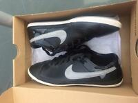 Ladies/girls Nike flash leather size 4.5