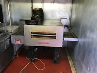COMERCIAL OVEN WITH PIZZA TRAYS
