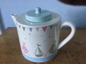 Pretty 5 cup tea-pot, new, unused.